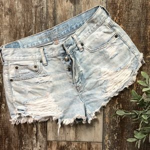 American Eagle | Tom girl Shortie Distressed Short